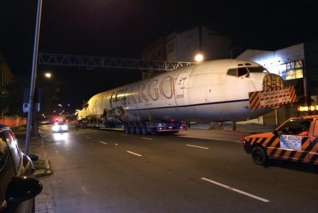 [Brasil] Avião transportado de Porto Alegre a Dom Pedrito chama atenção nas ruas 52c4071b232dbc033694baed6bcfd156