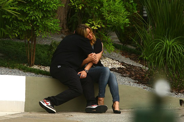 Champignon trocando carinhos com a namorada (Foto: Iwi Onodera / EGO)