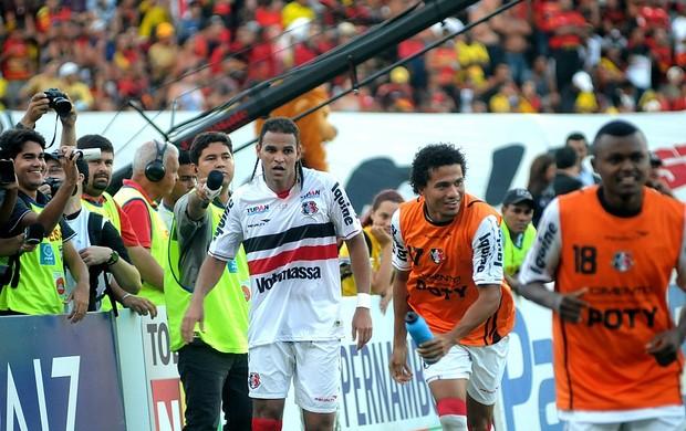 Sport x Santa Cruz - Dênis Marques (Foto: Aldo Carneiro)