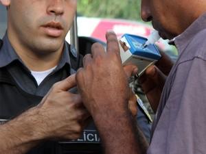 Segundo a PM, 394 veículos fiscalizados e 31 veículos removidos (Foto: Douglas Júnior/O Estado)