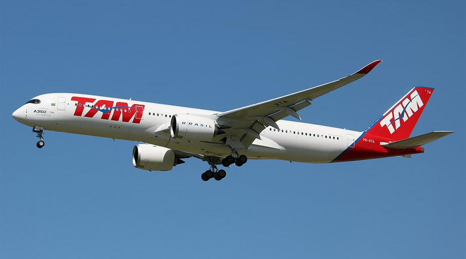 Avião da empresa TAM: empresa não segue normas, diz MPT (Foto: Wiki Commons)