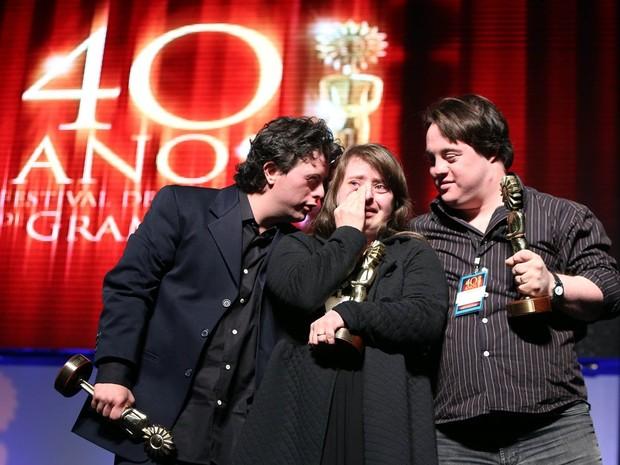 Ganhador do Prêmio Especial do Júri. Os atores Breno Viola, Rita Pokk e Ariel Goldenberg (Foto: Edison Vara/Pressphoto)