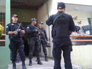 Policiais fizeram diligências no Dom Avelar, na Zona Sul de Teresina (Foto: Gilcilene Araújo/G1)