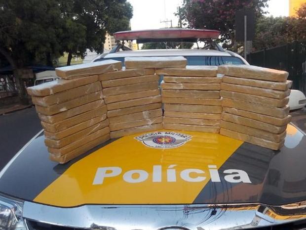 Maconha apreendida pela polícia rodoviária (Foto: Divulgação/Polícia Rodoviária)