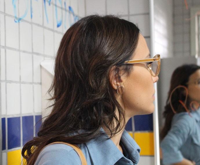 Bia chega e dá um basta em Luciana e Alina (Foto: Bruno Cavalieri/Gshow)