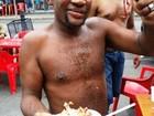 Comerciante faz almoço de Natal para famílias carentes no Centro de Santos