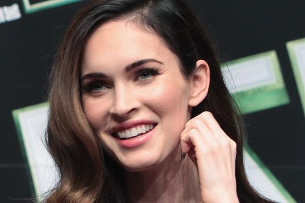 """Aos 21 anos, Megan Fox conquistou os cinéfilos com sua participação em 'Transformers'. A atriz, que hoje tem 28 anos, mostra que para ser famoso, não adianta ter talento e beleza se não tiver um pouco de sangue frio: """"O que as pessoas não percebem é que a fama é o que você passou na escola - a sua pior experiência, na qual dez crianças praticavam bullying com você - é isso só que numa escala global"""", disse a atriz a Esquire. (Foto: Getty Images)"""