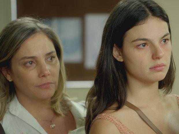 Beatriz e Sandra ficam do lado de Elísio e entram na discussão (Foto: Boogie Oogie/TV Globo)