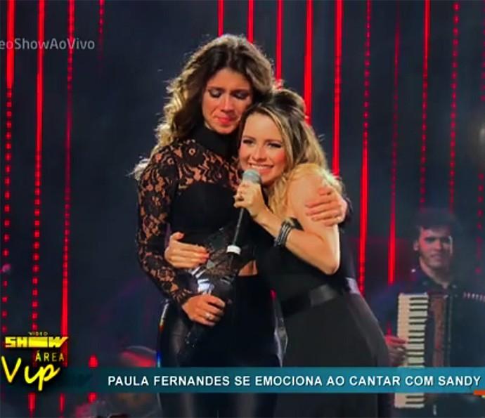 Sandy e Paula Fernandes cantam juntas em gravação de DVD (Foto: Vídeo Show / Gshow)
