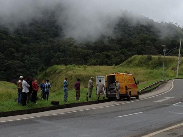 Local onde os corpos das três crianças foram encontrados nesta terça-feira (Foto: Tássia Thum / G1)