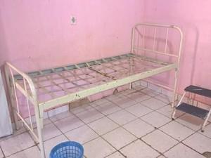 Mobiliário danificado foi encontrado nas unidades de saúde (Foto: Divulgação/ MP-MA)