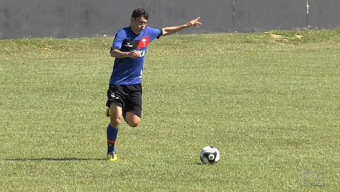 Júnior Viçosa, atacante do Atlético-GO (Foto: Reprodução/TV Anhanguera)