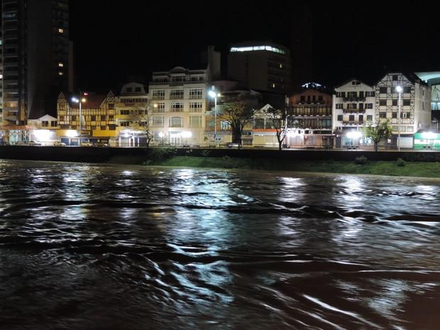 Blumenau é uma das cidades mais atingidas pelas chuvas desde sexta-feira  (Foto: Jaime Batista da Silva/Divulgação)