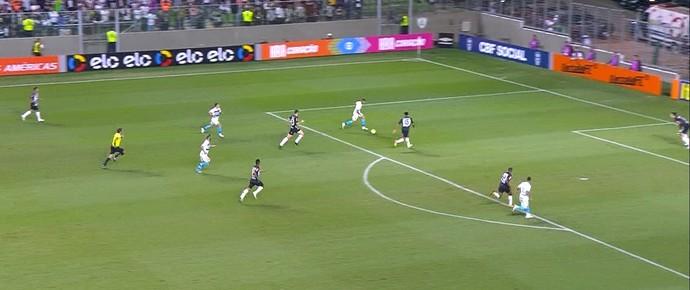 Edcarlos falha em gol sofrido pelo Atlético-MG (Foto: Reprodução / Sportv)