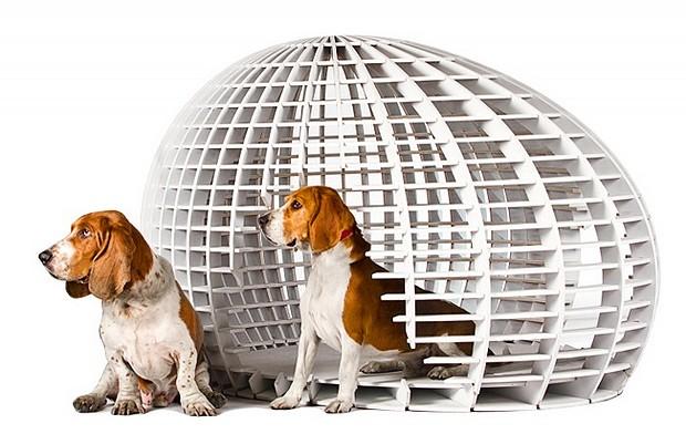 PMS - Contemporânea, esta casinha desenhada pelo escritório PMS é toda vazada e comporta uma almofada grande, para o conforto dos animais (Foto: Divulgação Archdaily)