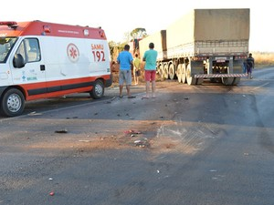 Seis pessoas morreram após carro bater de frente com carreta na Bahia (Foto: blogbraga / Repórter  Edivaldo Braga)