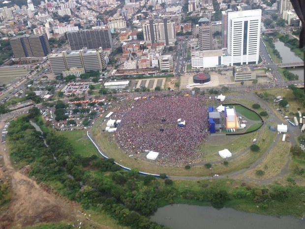 Imagem aérea feita pela Brigada Militar durante o show em Porto Alegre (Foto: Divulgação/Brigada Militar)