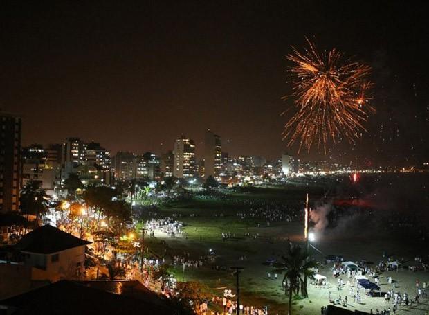 Imagem de arquivo da queima de fogos em Caiobá, no ano passado (Foto: Divulgação)
