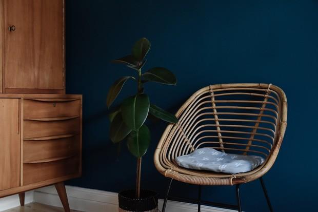Décor do dia: azul petróleo e madeira no cantinho da cozinha  (Foto: Craftifair/Reprodução)
