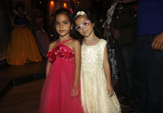 Isabella e Helena, filhas de Luciano Camargo (Foto: Celso Tavares / EGO)