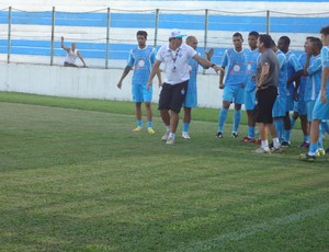 Wellington Vero, preparador físico do Paysandu, comandou o seu primeiro treinamento na Curuzu. (Foto: GLOBOESPORTE.COM)