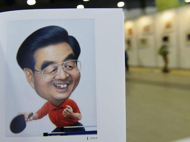 Ex-presidente chinês Hu Jintao aparece jogando ping pong (Foto: Stinger/Reuters)