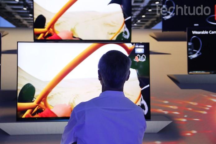 Alguns modelos de TV da Panasonic são compatíveis com o streaming em 4K do Netflix (Foto: Fabrício Vitorino/TechTudo)