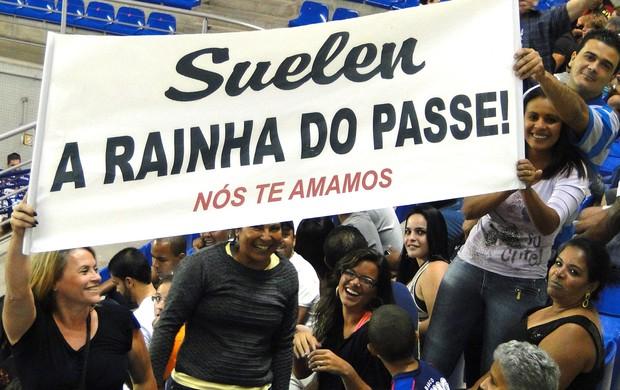 Vôlei, família da líbero Suelen, do Campinas, exibe faixa em Belo Horizonte (Foto: Marco Antônio Astoni / Globoesporte.com)