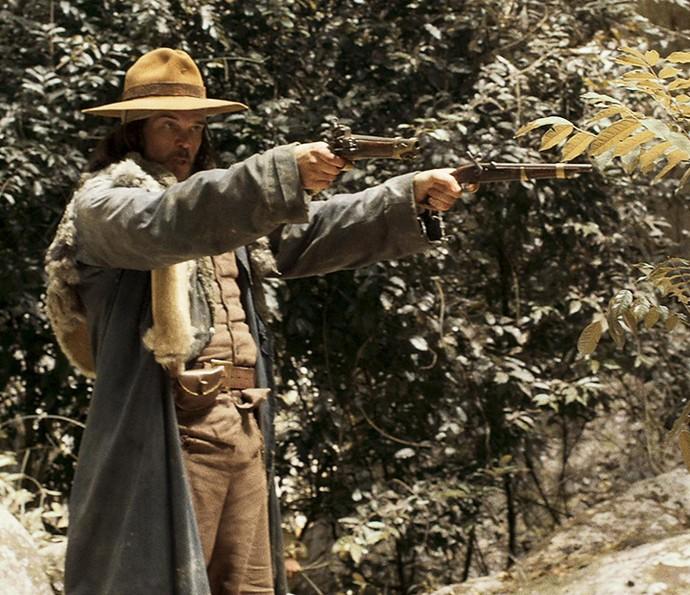 Raposo chega a acompamento e surpreende Mão de Luva (Foto: TV Globo)