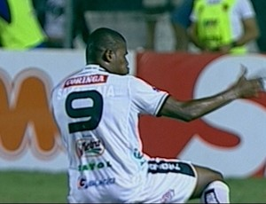 Gol de L&#250;cio Maranh&#227;o, contra o Jonville (Foto: Reprodu&#231;&#227;o)