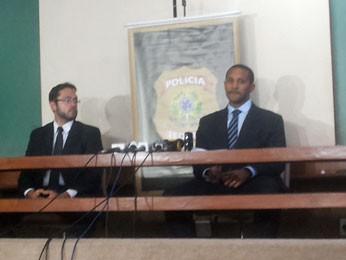 Delegados da Polícia Federal Elemer Coelho e Stênio Santos durante coletiva de imprensa (Foto: Isabella Formiga/G1 DF)