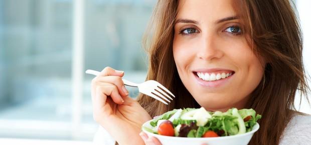 Uma dieta equilibrada é essencial para emagrecer de forma saudável (Foto: Shutterstock)
