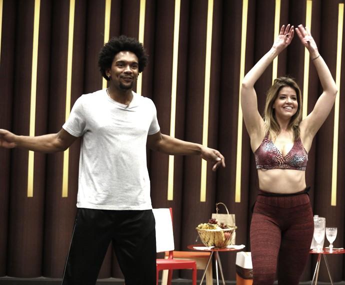 Mariana Santos usa um look ousado e exibe boa forma (Foto: Inácio Moraes/Gshow)
