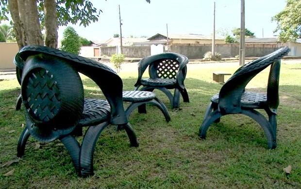 Artesão produz mesas e cadeiras com pneus, em Ji-Paraná (Foto: Bom Dia Amazônia)