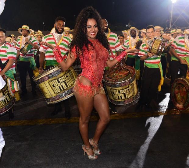 Tarine Lopes, rainha de bateria da X-9 (Foto: Leo Franco/AgNews)