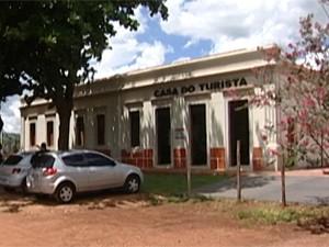 Casa do Turista guarda história de Peirópolis (Foto: Reprodução/TV Integração)