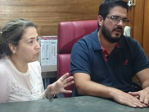 Os pais de Malu, Mauriele Perez Porto e Carlos Porto Junior, estão inconformados (Foto: Renata Fernandes/G1)