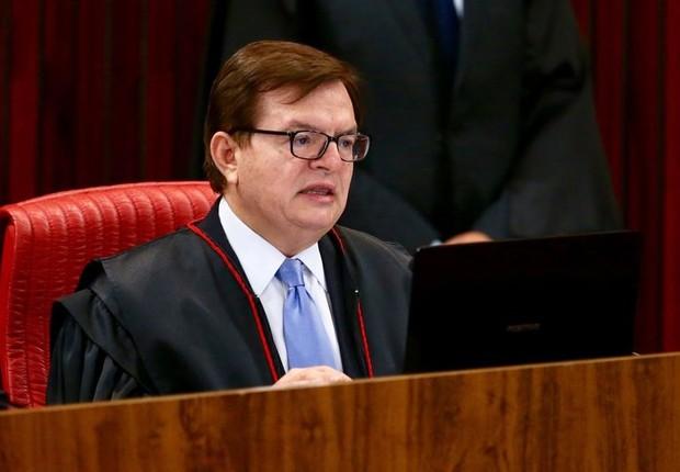 O ministro Antonio Herman Benjamin, relator no TSE da ação em que o PSDB pede a cassação da chapa Dilma-Temer, durante retomada do julgamento (Foto: Fabio Rodrigues Pozzebom/Agência Brasil)