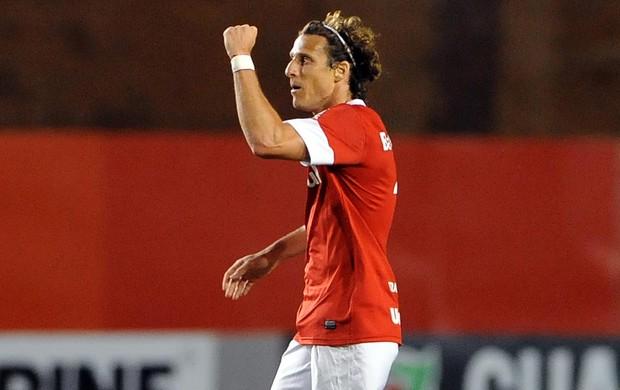 forlan internacional gol bahia (Foto: Edu Andrade / Agência Estado)