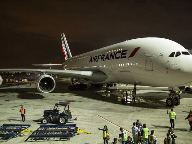 Airbus A380 tem mais de 72 metros de comprimento (Foto: Reprodução/Facebook RioGaleão)
