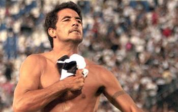Juan Carlos Ferreyra comemora gol do Olimpia contra o Defensor (Foto: EFE)