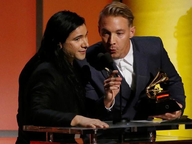 Diplo e Skrillex recebem o Grammy de melhor álbum de música eletrônica por 'Skrillex and Diplo Present Jack U' (Foto: REUTERS/Danny Moloshok)