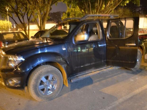Caminhonete roubada onde foram encontrados 650 quilos de maconha no Distrito Federal (Foto: Polícia Militar/Divulgação)
