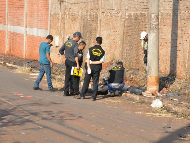 Vítima colidiu em poste no Jardim Noroeste (Foto: Graziela Rezende/G1 MS)