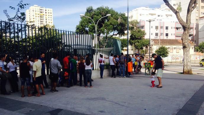fila maracanã (Foto: Marcelo Baltar)