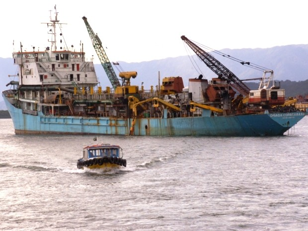 Draga no porto de Santos (Foto: Luigi Bongiovanni / A Tribuna)