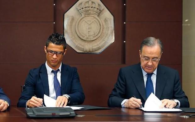 Cristiano Ronaldo e Florentino Perez (Foto: site Oficial do Real Madrid)