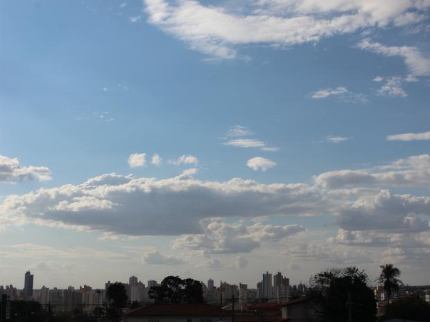 Céu de Campo Grande nesta tarde quinta-feira (22) (Foto: Gabriela Pavão/ G1 MS)