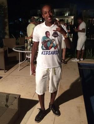 Guilherme Biteco passa noite de réveillon com camisa de Kidiaba (Foto: Reprodução/Twitter)