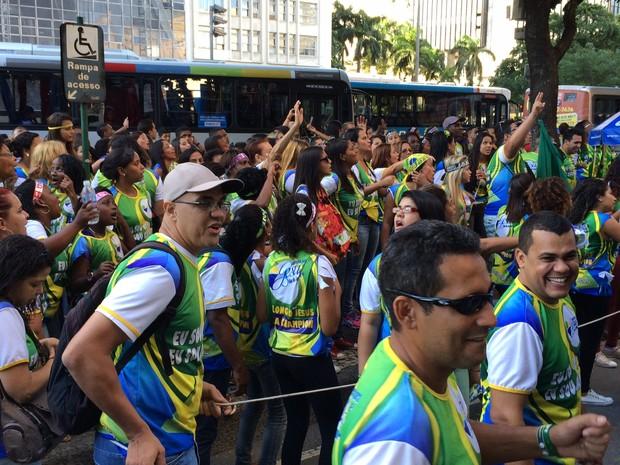 Público lotou a Avenida Presidente Vargas com cores verde e amarelo (Foto: Marcelo Elizardo/G1)